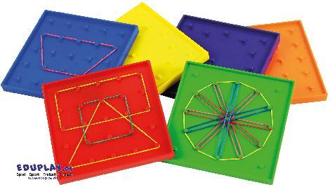 Geo Brett 6er Set 12,5 cm Gespannt auf die Form ... Geometrische Formen und Mandalas lassen sich mit Gummiringen in verschiedenen Größen auf den 6 Tafeln aufspannen. - Kisus e.K. - Kinder, Spiel und Spaß - Vorschule, Schule