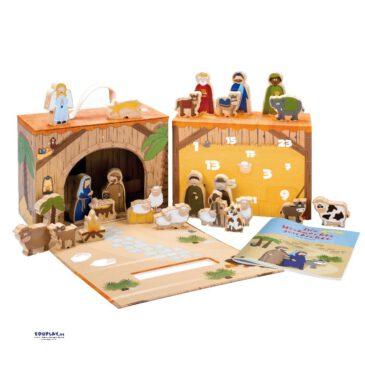 Adventskalender Weihnachtskrippe Dekorative Krippe ... zum Nachspielen der Weihnachtsgeschichte. Der liebevoll, innen wie außen illustrierte Spielkoffer ist die Bühne für die Krippenszene. Mit 24 hochwertigen, beidseitig bedruckte Krippen-Spielfiguren aus Holz können die Kinder die Geschichte um die Geburt Jesus nachspielen. Die Weihnachtsgeschichte wird im beiliegenden Büchlein in 24 Kapiteln kindgerecht erzählt. Nach Weihnachten dient der Stall mit kinderleicht zu öffnendem Magnetverschluss als Aufbewahrungsund Transport-Koffer mit Tragegriff. Optional gibt es die Weihnachtskrippe als Adventskalender - einer zusätzlich im Koffer integrierten Kartonbox. Hinter jedem Türchen befindet sich eine Spielfigur - passend zur täglichen Geschichte und Illustration im Booklet. Designed in Germany. Kisus e.K. - Kinder, Spiel und Spaß