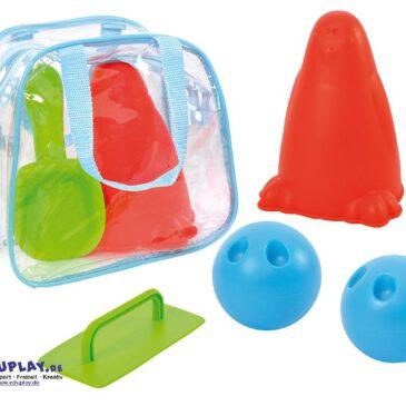 Sandbowling Buddeln, bauen, bowlen ... Mit diesem Set haben Sie alles für die Sandbowling-Bahn: Mit Hilfe des Schäufelchens werden die Seehundformen mit Sand gefüllt und als Sandkegel aufgestellt. Die Kelle sorgt für eine ebene Spielfläche. Die Kugeln werden mit Sand oder Wasser gefüllt los geht der Kegelspaß - Kisus e.K. - Kinder, Spiel und spaß - Kindergarten, kita, kiga, kindergartenbedarf, sandkasten