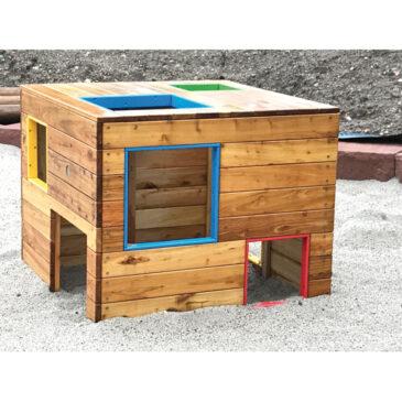 U3-Spiel-Würfel Ein moderner Kubus ... Quadratisch, bunt und frech ist die neueste Generation des Spielhaus, die Kinder magisch anzieht Die einen krabbeln durch die bodennahen Öffnungen rein und raus, die anderen steigen über die Fenster auf das Dach und genießen den Ausblick.