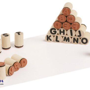 Alphabet Stempel rund Kompakte Holzstempel ... Buchstabe für Buchstabe lernen und damit Wörter schreiben. Praktisch zum Basteln von Karten, Bedrucken von Stoff und zum Beschriften.
