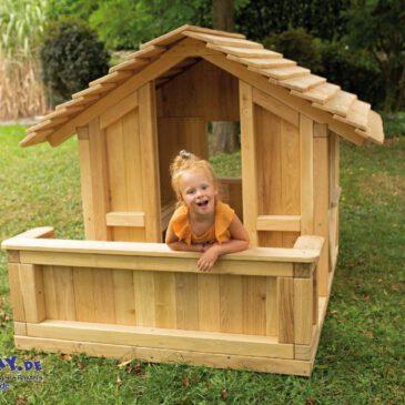 """Spielhaus Robinchen mit Terrasse Das gehört in jeden """"Kinder-Garten"""" ... Ein Spielhaus bietet den Kindern viele Möglichkeiten sich zu entwickeln: vom Rollenspiel, als Kinder-Theater und es ist auch ein Rückzugsort, wo die Kinder ungestört spielen können."""