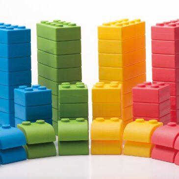 Q-Blocks 64-tlg. Q-Blocks bestehen aus einem hochqualitativen, speziellen Softmaterial ... Die leichtgewichtigen Bausteine bieten sicheres und geräuscharmes Spielen.