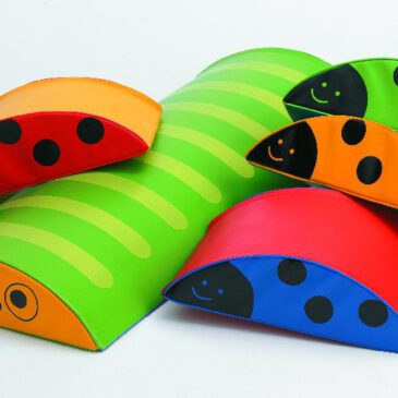 Forest Party Unendlicher Bewegungsspaß für die Kleinsten ... Eine Raupe und vier Marienkäfer in auffordernden Farben für unendlichen Bau-, Krabbel-, Wipp- und Balancierspaß