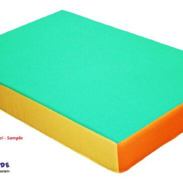Hüpfpolster Kunstleder 113 x 75 cm Wie auf Omas Bettmatratze ... Das 113 x 75 cm große Hüpfpolster erzeugt mit dem darin liegenden Federkern einen Trampolinartigen Hüpfeffekt. Das 17 cm hohe Polster ist rundherum mit farbigem Kunstleder bezogen. Der Boden ist aus rutschfestem Turnmattenstoff. In der Matratze sind 90 Stück Bonellfederkerne. - Kisus e.K. - Kinder, Spiel und Spaß - FAch-Großhandel für Kindergartenbedarf, Spielwaren und Bastelbedarf