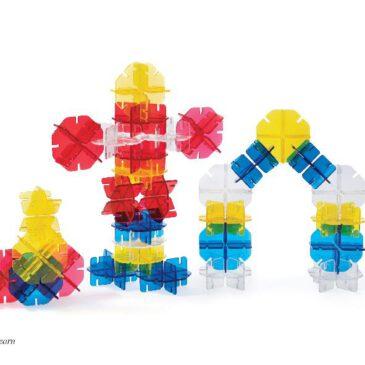 Crystal Spectrum Blocks Bausteine - perfekt für Lichtspiele und sensorische Erfahrungen ... Die Bausteine in Schneeflocken-Form ermöglichen viele Steckverbindungen. Die sechs doppelseitigen Spielkarten liefern dazu inspirierende Ideen. Überlagern sich die transparenten Bausteine, so entstehen tolle Farbmischungen aus Gelb, Rot und Blau. Diese kommen besonders gut auf einer leuchtenden Unterlage zur Geltung. Das Spiel fördert die Hand-Auge-Koordination, Feinmotorik, Kreativität und räumliches Denken.
